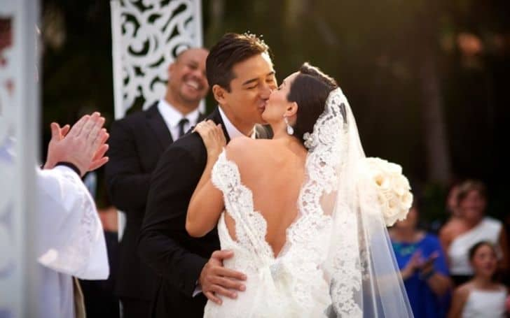 Mario Lopez wedding day with his wife.