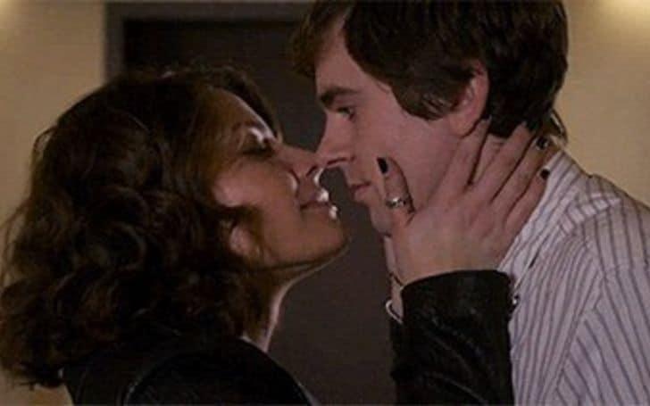 Paige Spara kissing freddie highmore.