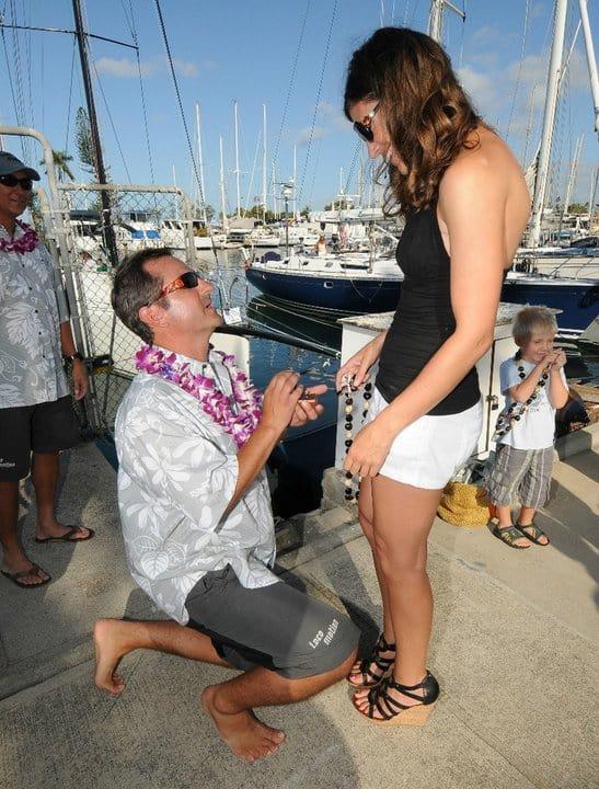 Dr. Jim Sears proposing his girlfriend Gina in Hawaii trip.