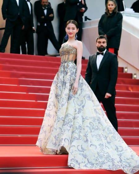 Guan Xiao Tong Biography- Age, Height, Husband, Career, Net
