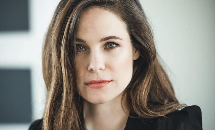 Caroline Dhavernas Bio - Age, Height, Baby, Net Worth