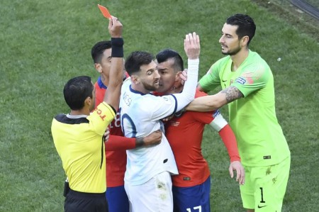 Gary Medel Messi red cards