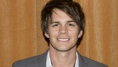 Johnny Simmons age