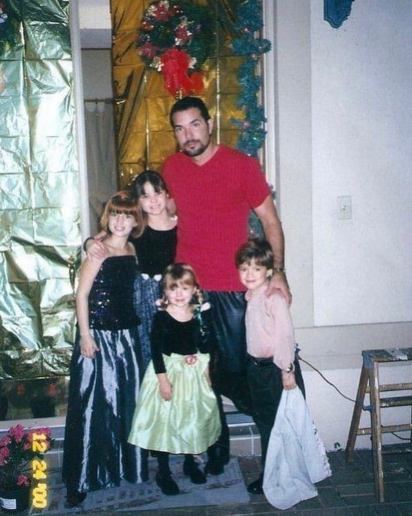 Five Family of Bella Throne.