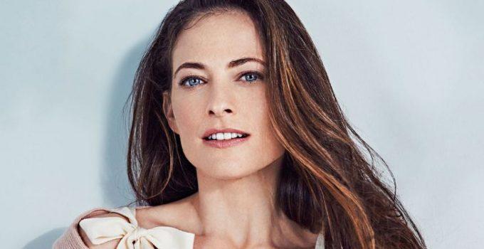 Lara Pulver age