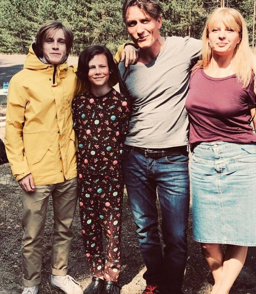 Oliver Masucci with the co-actors of Dark series.